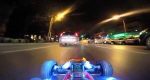 Auto radiocomandata nel Traffico Reale