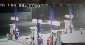 Un Alieno volante nella stazione di benzina? Accade in perù