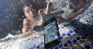Come riparare un telefono caduto in acqua
